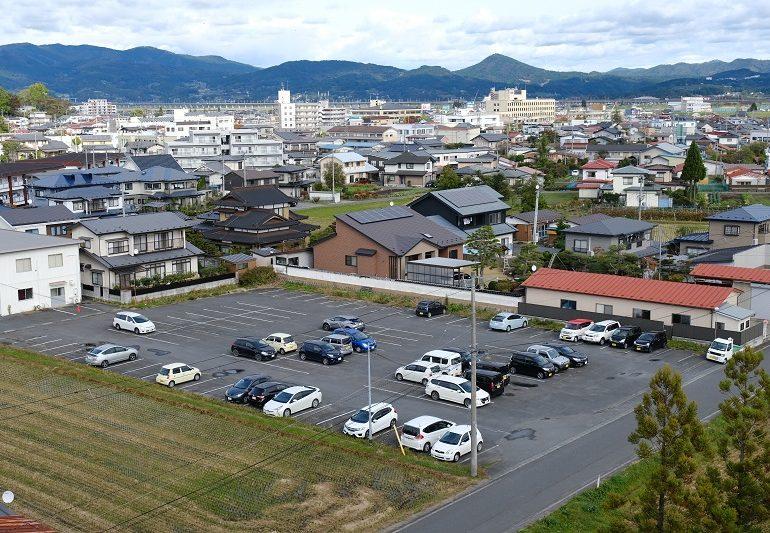 大駐車場の写真